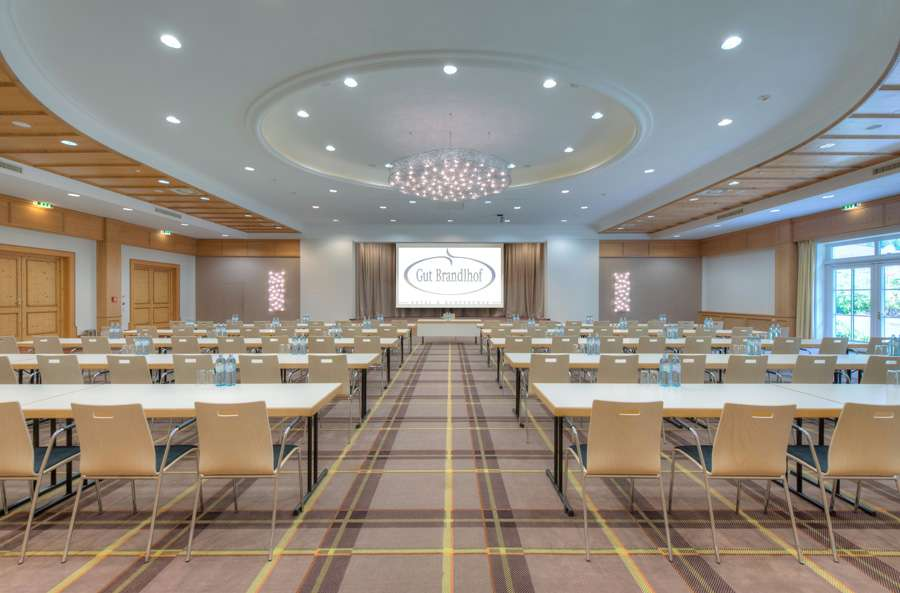 Modern seminar rooms for up to 700 guests at hotel Gut Brandlhof